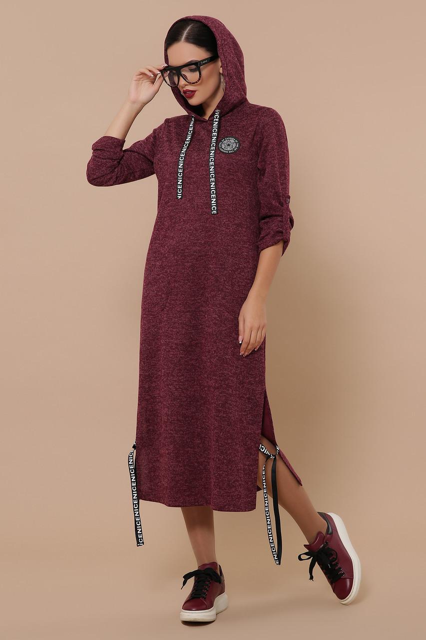 Теплое трикотажное платье из ангоры с капюшоном бордо
