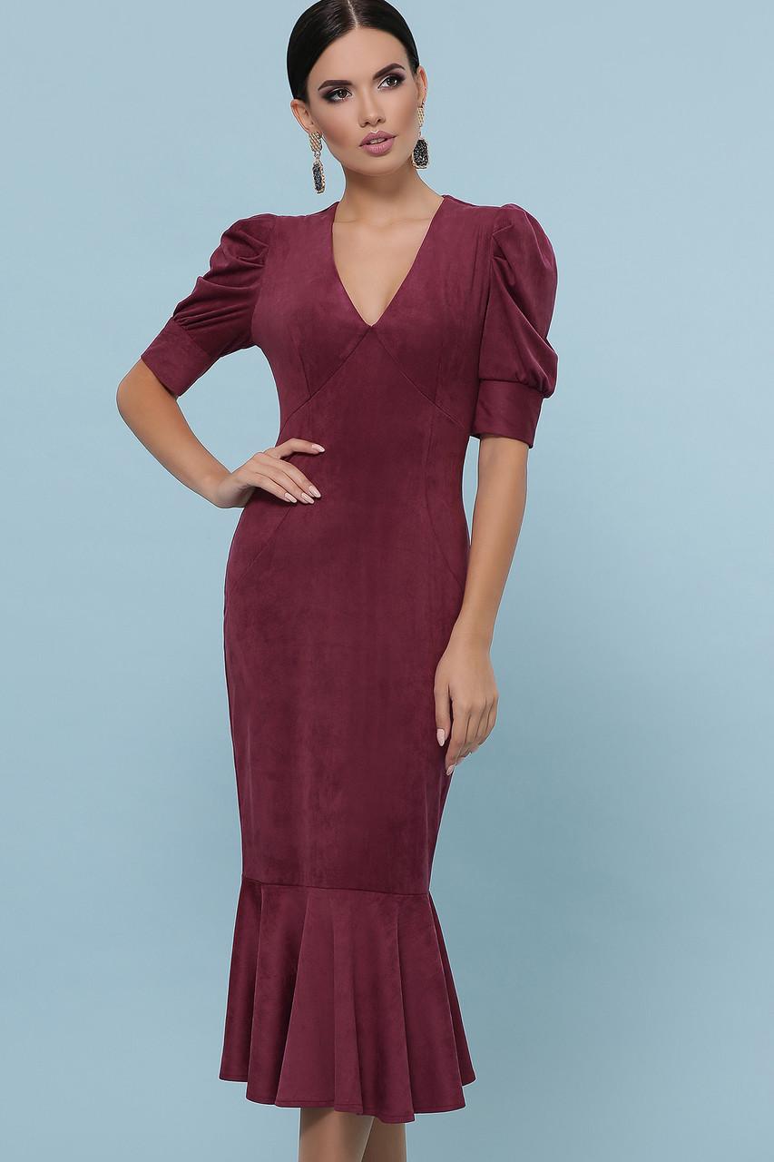 Красивое замшевое платье футляр бордовое