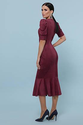 Красивое замшевое платье футляр бордовое, фото 3