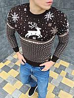 Мужской зимний свитер с оленями коричневый