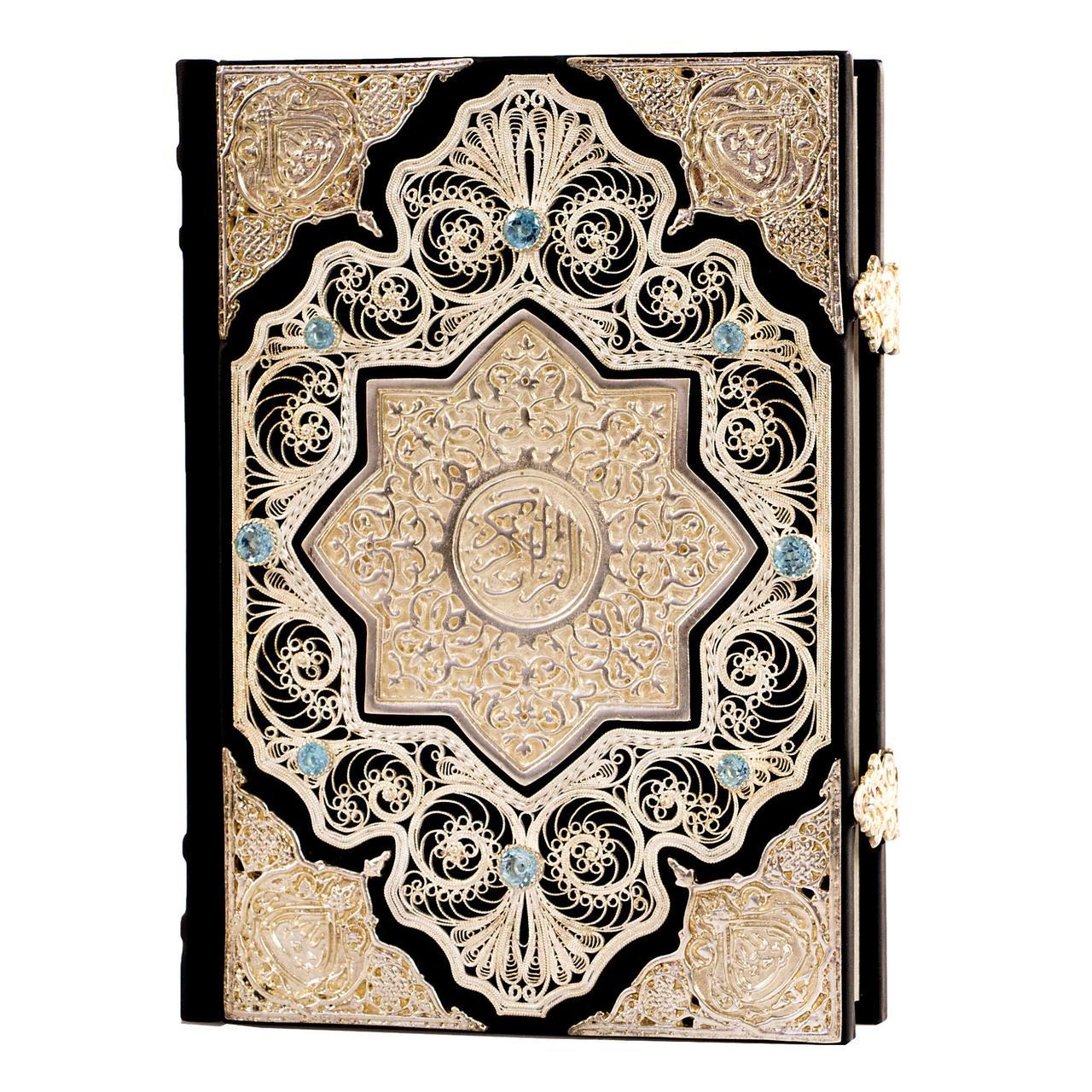 Коран з філігранню, гідротермальними смарагдами