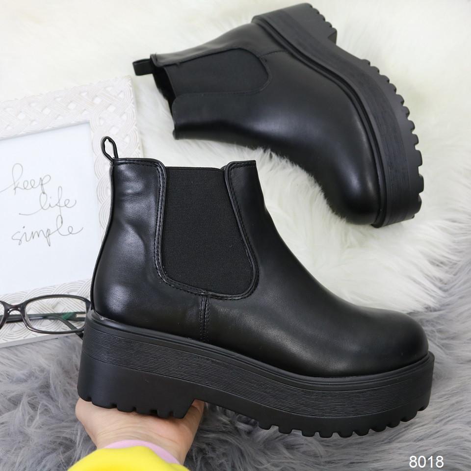 Женские демисезонные ботинки челси на тракторной платформе черные