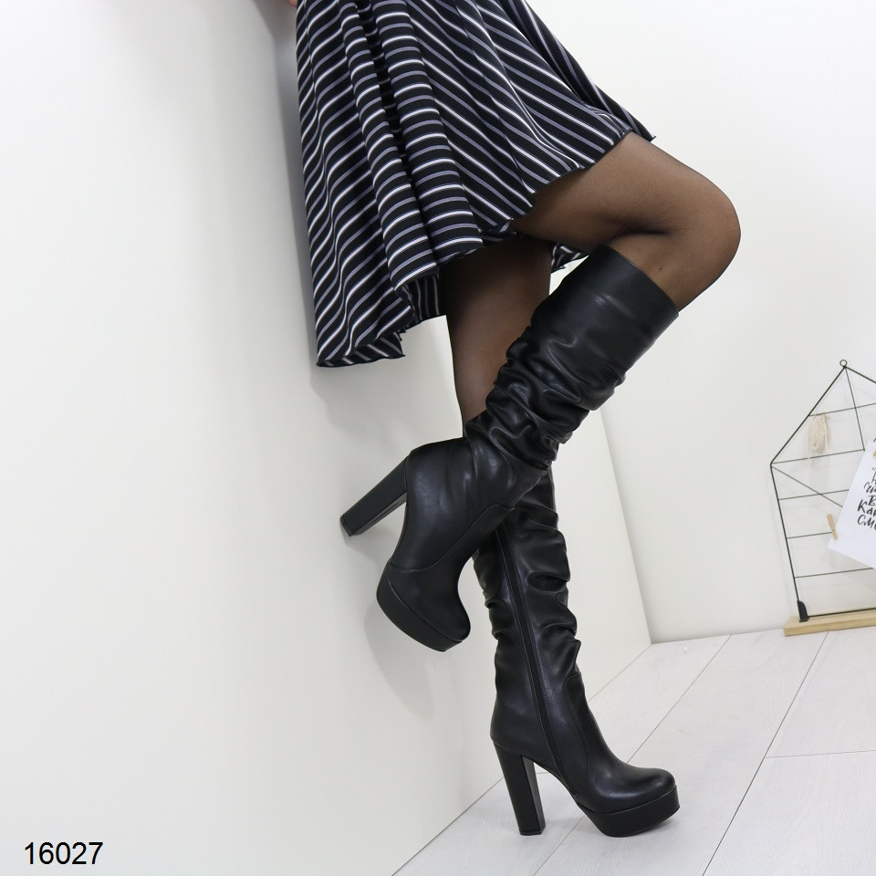 Сапоги женские зимние высокие на устойчивом каблуке и платформе черные
