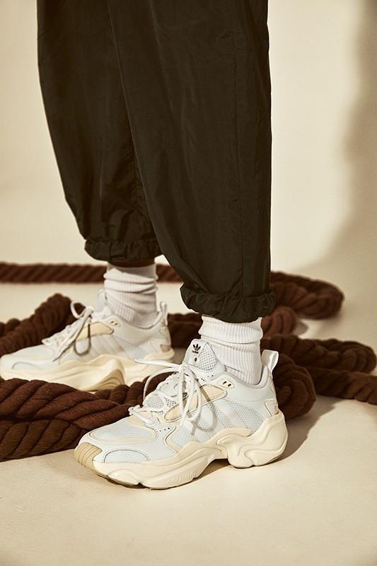 """Оригинальные женские кроссовки Adidas x Naked Magmur Runner Cream """"White"""""""