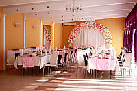 Оформление свадебного зала и стола молодых
