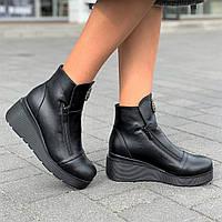 Ботинки женские зимние кожаные на танкетке на платформе черные, полуботинки  (код 9933), фото 1
