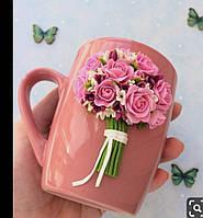 Подарочная чашка с декором из полимерной глины