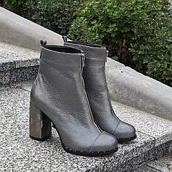 Ботинки  женские кожаные на высоком каблуке, цвет платина