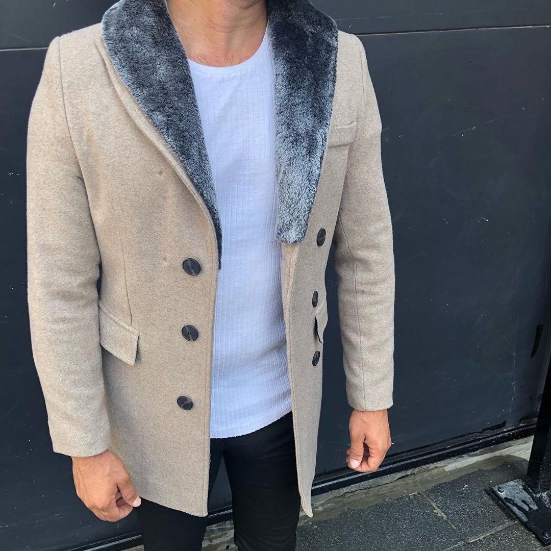 😜 Пальто - Мужское бежевое пальто с меховым воротником