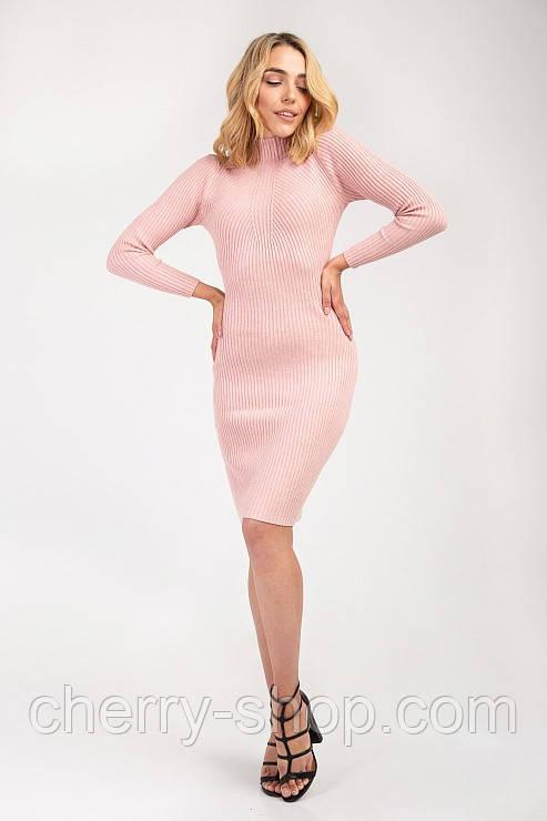 Нежное пудровое платье тонкой вязки