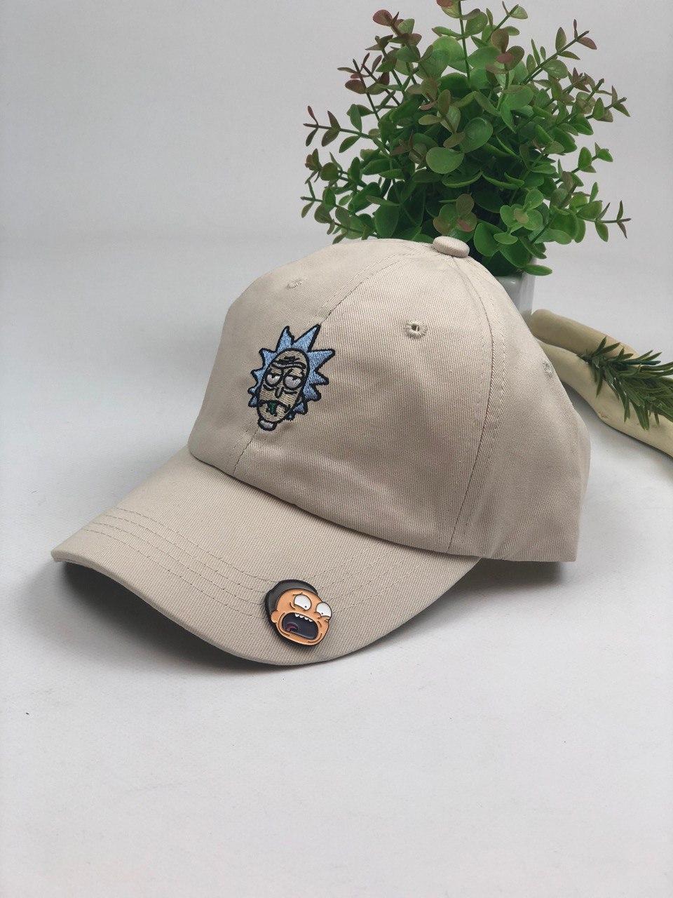 Комплект кепка бейсболка Рик бежевая + металлический значок пин пин Морти