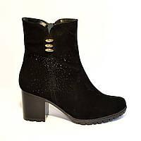 Замшевые женские ботинки на невысоком каблуке, декорированы стразами, фото 1