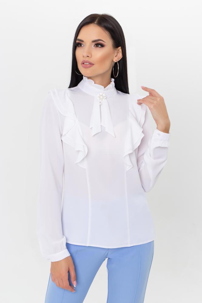 Нарядная белая блузка с рюшами