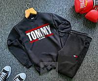 Спортивный костюм теплый Томми на флисе черного цвета с большими литерами на груди