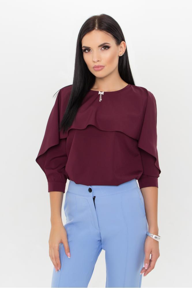 Нарядная женская блузка в офисном стиле бордовая
