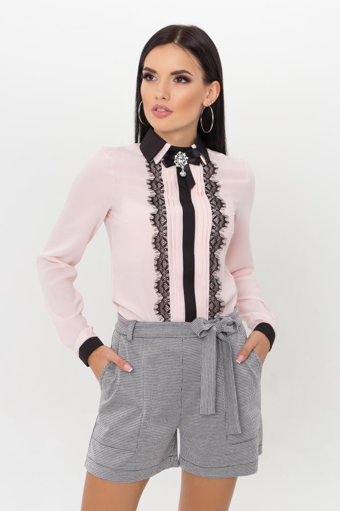 Нарядная блузка с кружевом цвета пудра