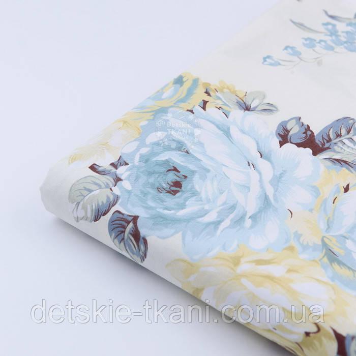 """Лоскут сатина """"Большие бледно-голубые и кремовые розы"""" на молочном №1743с, размер 28*80 см"""