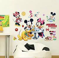 """Детская интерьерная виниловая наклейка """"Микки и Минни Маус с собачкой Плуто"""""""