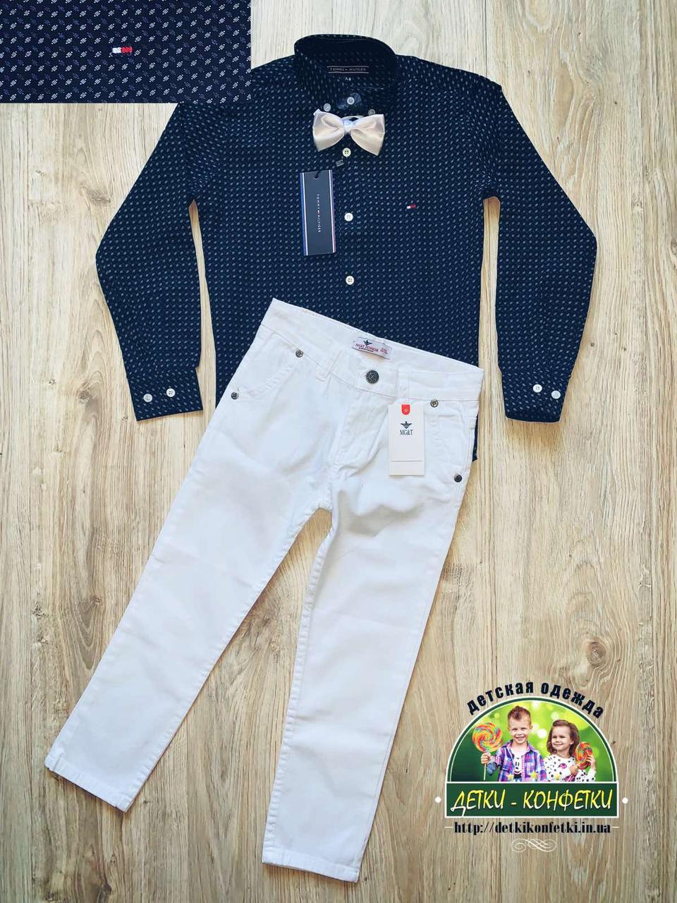 Нарядный комплект темно-синяя рубашка с бабочкой и белые брюки для мальчика 5-6 лет