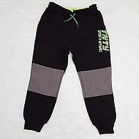 Теплые спортивные брюки для мальчика на флисе черные с серыми вставками 104 152