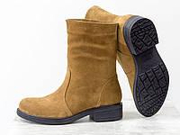 Ботинки свободного одевания из натуральной замши светло-коричневого цвета, на невысоком каблуке и че ...