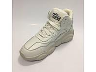 Белые кроссовки на меху