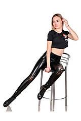 Лосины из черной экокожи с разрезами на коленях