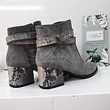 Женские серые замшевые ботинки на невысоком каблуке, фото 3