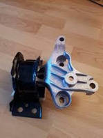 Подушка двигуна права Renault Dokker (Original 113756731R)