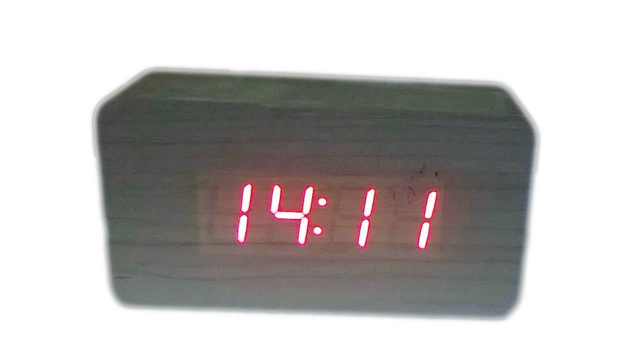 Электронные настольные часы под дерево (подсветка: красная)