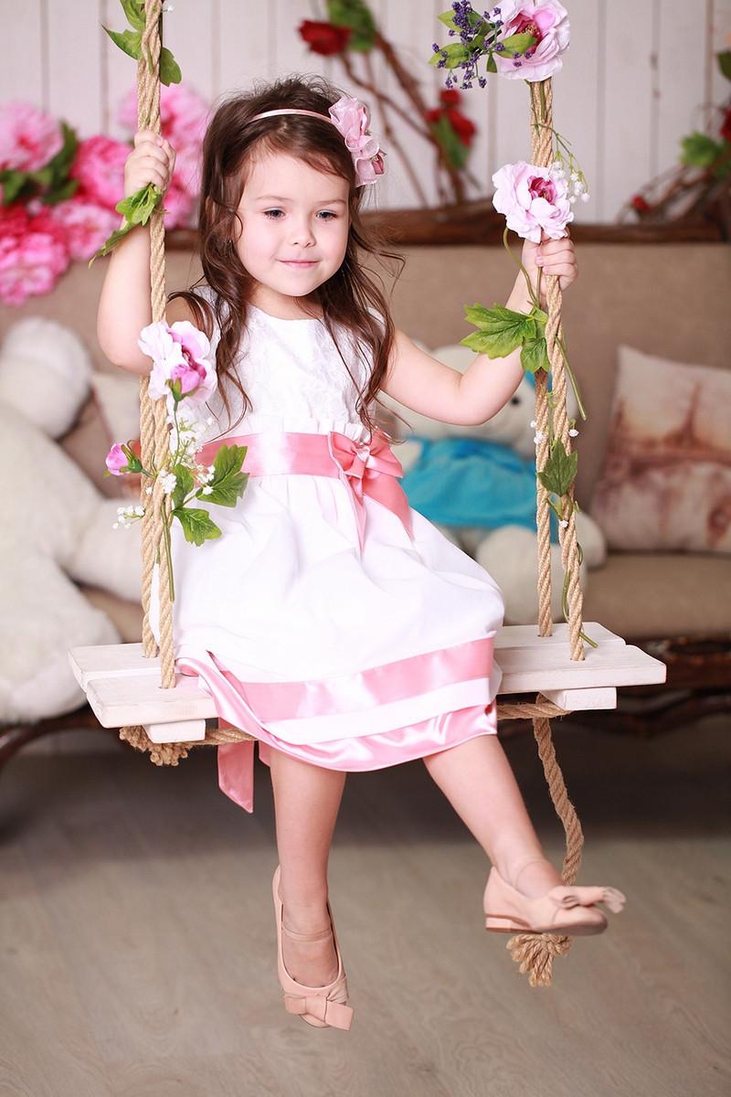 Белое платье с розовым бантиком