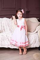 Нарядное белое гипюровое детское платье для девочки с атласным розовым бантом