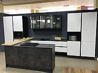 Кухня в сучасному стилі чорно біла