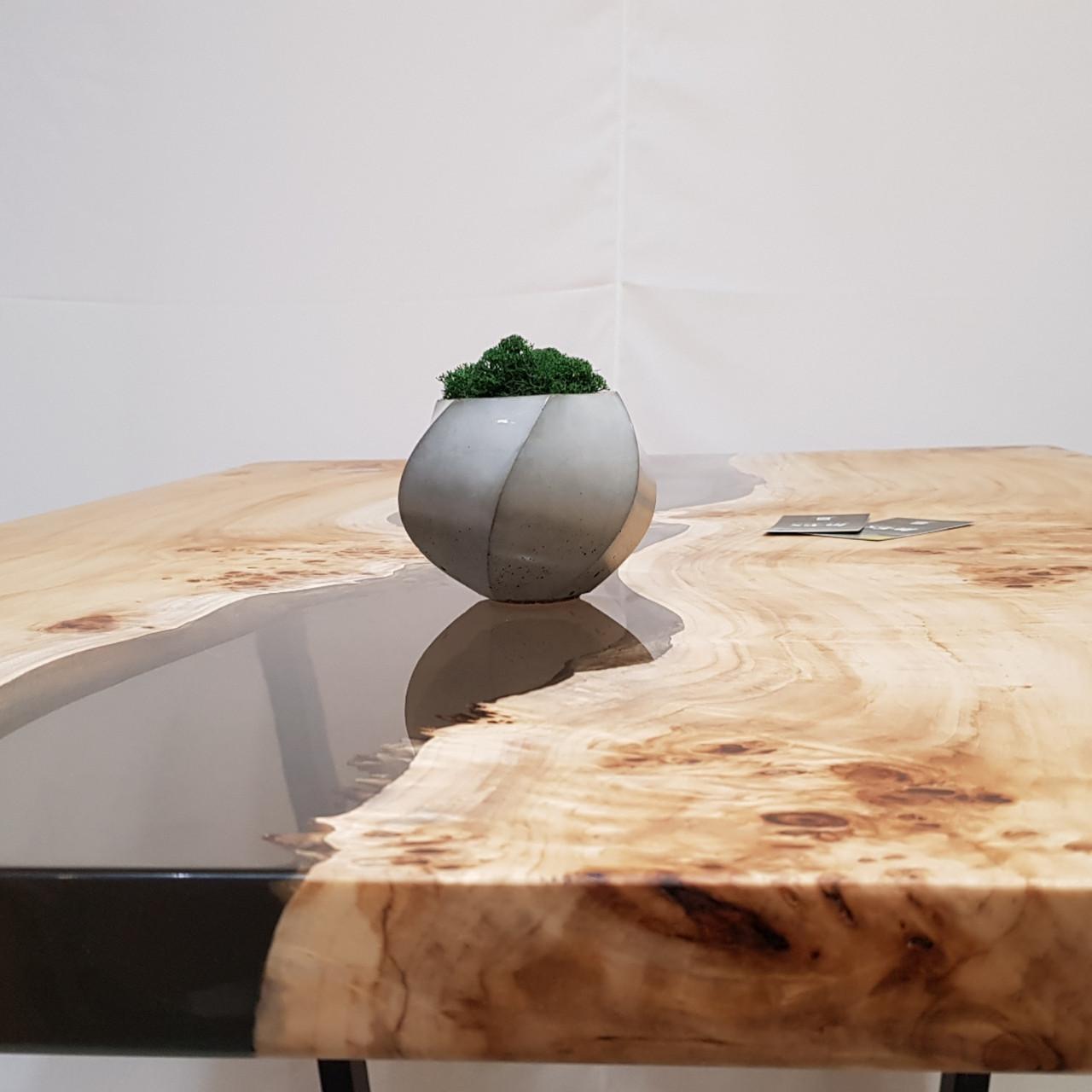 Обеденный  стол с эпоксидной смолой .Table