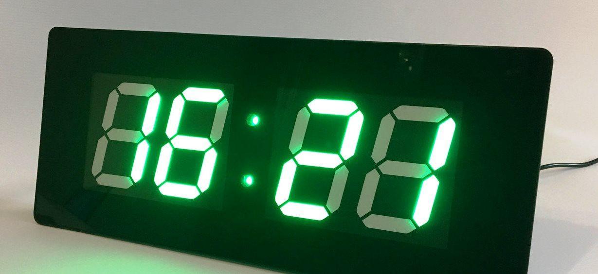 Электронные часы (подсветка: зеленая)
