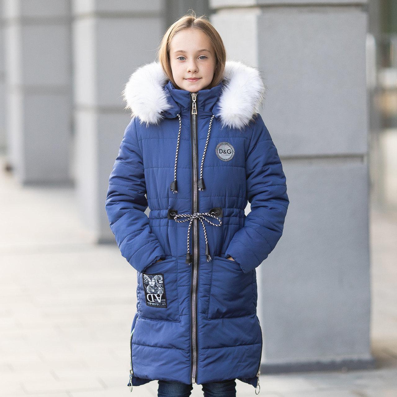 """Зимняя курточка для девочки украшена мехом на капюшоне и молниями по бокам""""Оливи"""""""