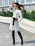 Женское вязаное белое платье с расклешенным низом и поясом (в расцветках), фото 3