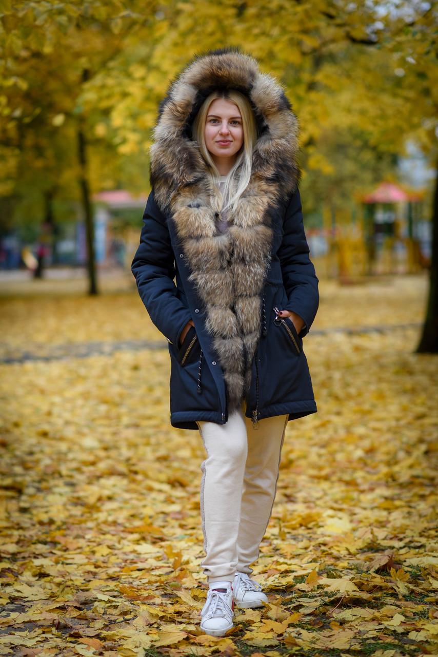 Куртка парка с ярким мехом енота