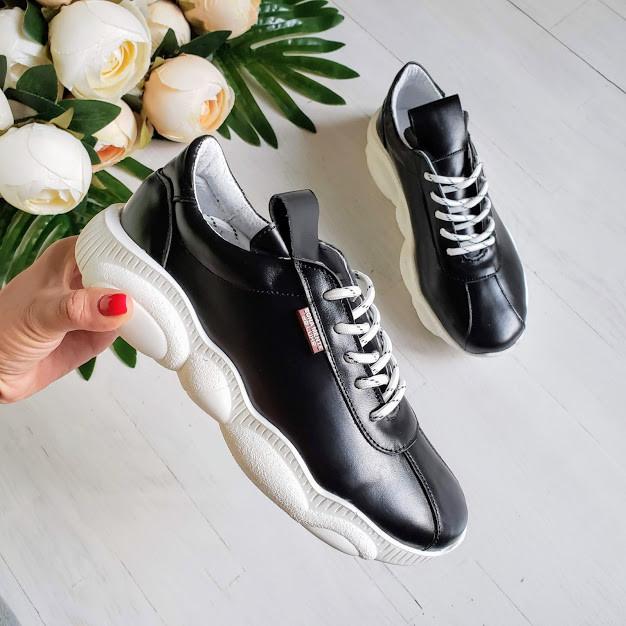 Женские кроссовки из натуральной кожи черного цвета