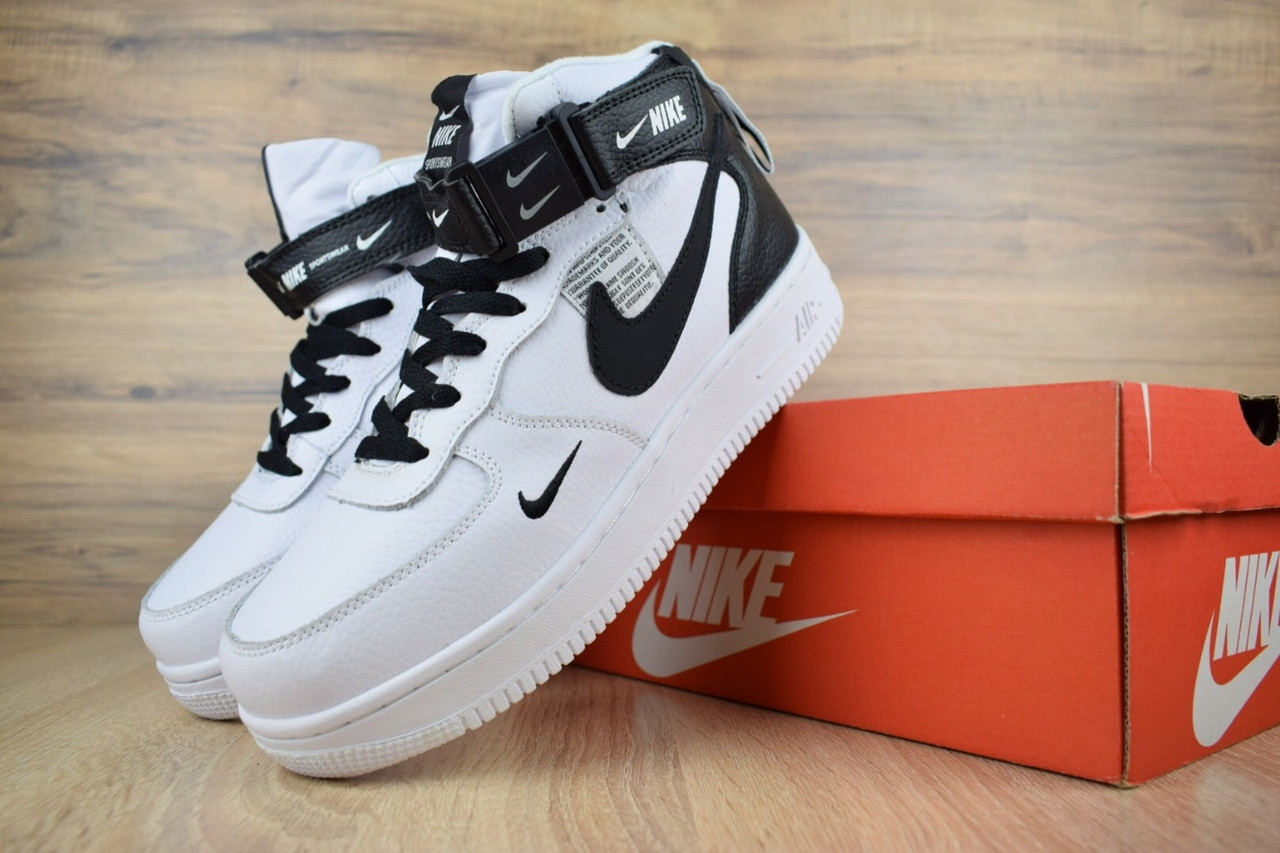 Чоловічі зимові кросівки Nike Air Force 1 Mid 07 LV8 Utility (біло-чорні)