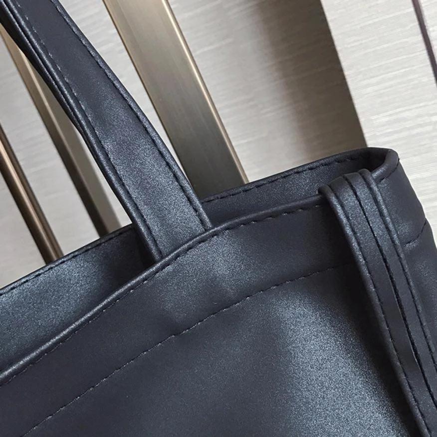 Черный шоппер с надписью из экокожи + косметичка, фото 3