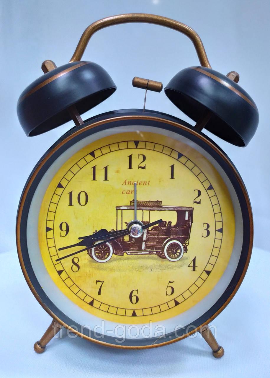 Часы-будильник черные с ретро-машиной