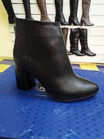 Стильные женские кожаные зимние ботильоны на каблуке