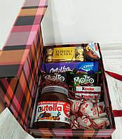 Подарунковий набір з солодощами SweetBox.