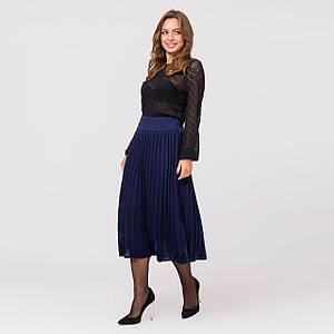 Вязаная юбка плиссе миди синего цвета