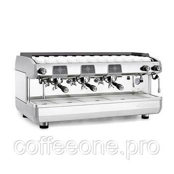 La Cimbali M24 TE Premium C/3, Профессиональная кофемашина эспрессо полуавтомат с 3-мя группами (бойлер: 15 л)