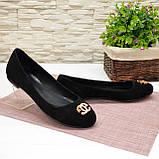 Туфли женские черные замшевые, декорированы металлическим бантиком, фото 5