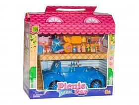 Кукла с машинка и аксесуарами для пикника. В коробке