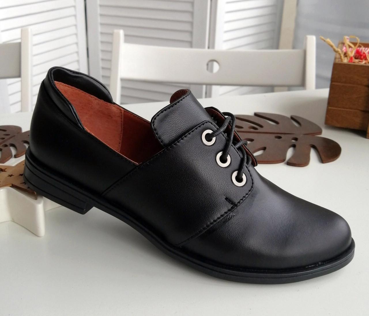 Кожаные черные туфли на шнурках