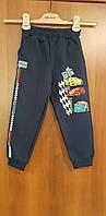Теплые спортивные брюки для мальчика на флисе темно синие с рисунком машинки 110 116 128 140